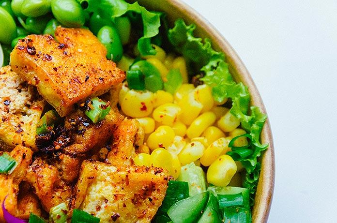 ensalada con tofu frito