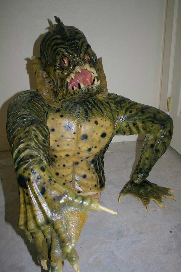 Escultura del monstruo del pantano de la película Una Pandilla Alucinante