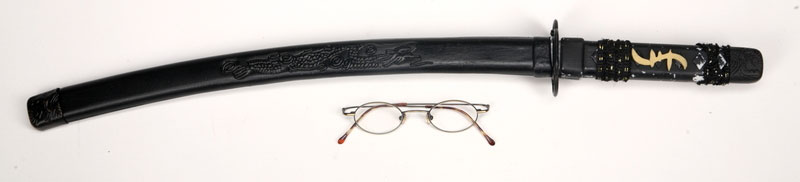 Espada y gafas de Hiro Nakamura de la serie Héroes