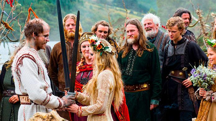 Ceremonia de casamiento con espadas