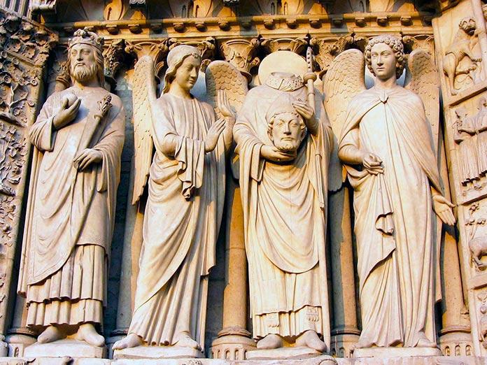 Estatuas de reyes decapitados
