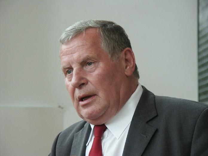 Estudios cursados por políticos famosos - Lothar Bisky