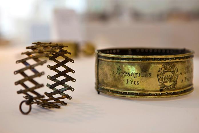 Exposición de collares antiguos