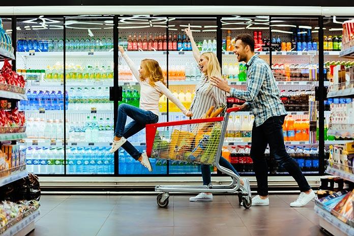 familia en el supermercado