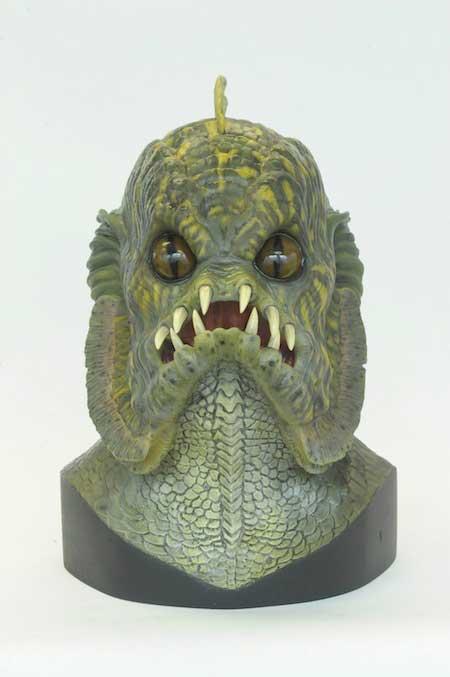 Busto del monstruo del pantano de la película Una Pandilla Alucinante