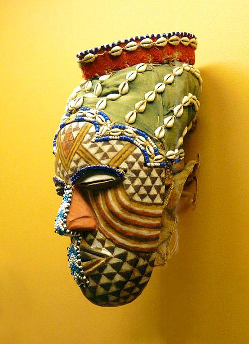 Máscara femenina Mgaady a mwaash