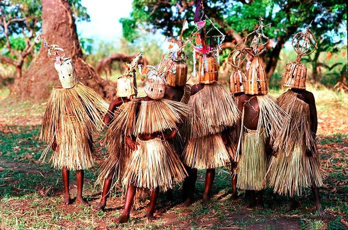 Niños de 9 a 10 años del pueblo Yao, Malawi