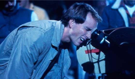 El director de cine Fred Dekker en el rodaje de la película Una Pandilla Alucinante