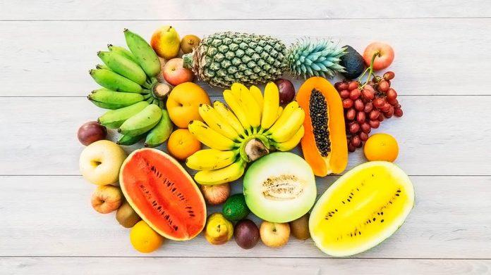 frutas variadas sobre una mesa