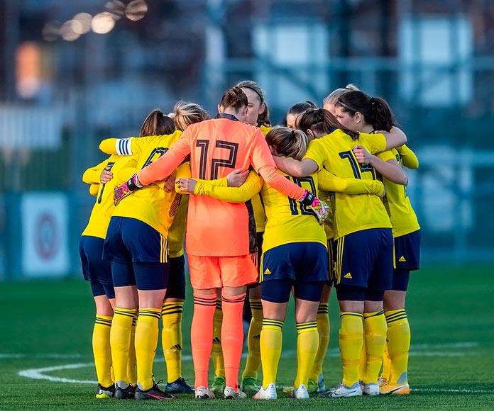 Equipo femenino de fútbol reunido