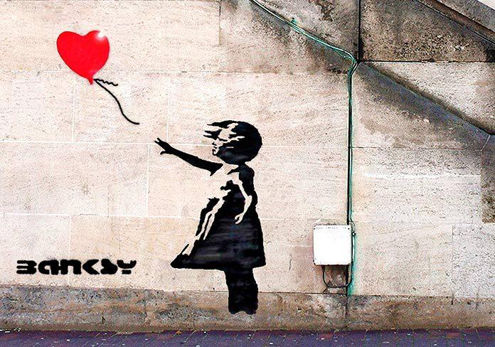 El grafitero Banksy: biografía, obra y misterios del artista callejero más famoso del mundo