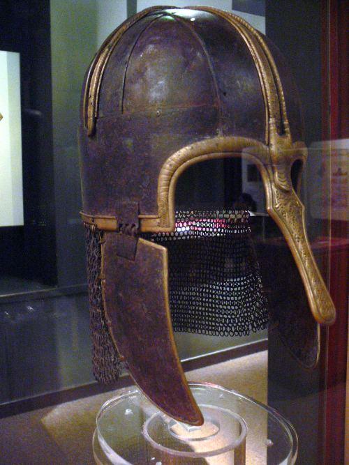 Guerreros medievales: casco anglosajon