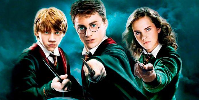 La edición aniversario de Harry Potter esconde un mural con sus protagonistas.
