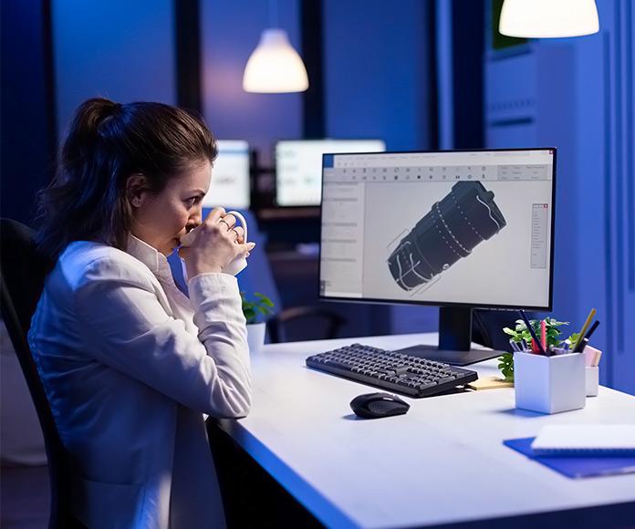 ingeniero trabajando en un modelado 3D