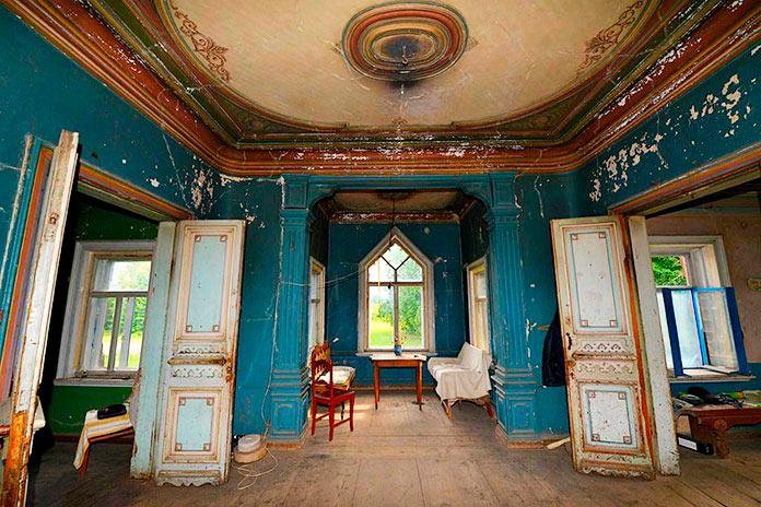 Interior de la casa de campo de Pogorelovo
