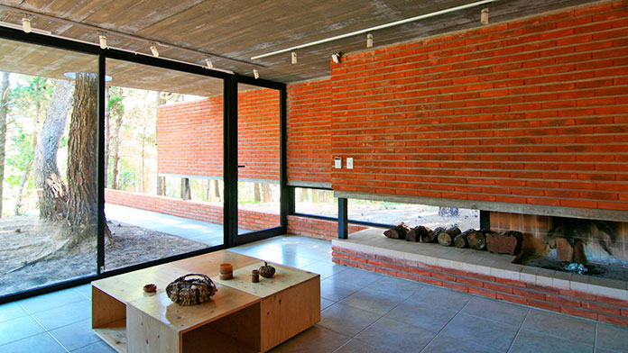 Interior de una casa fabricada con ladrillo