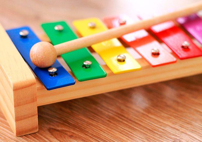 Juguetes que estimulan el desarrollo motriz y cognitivo de los niños
