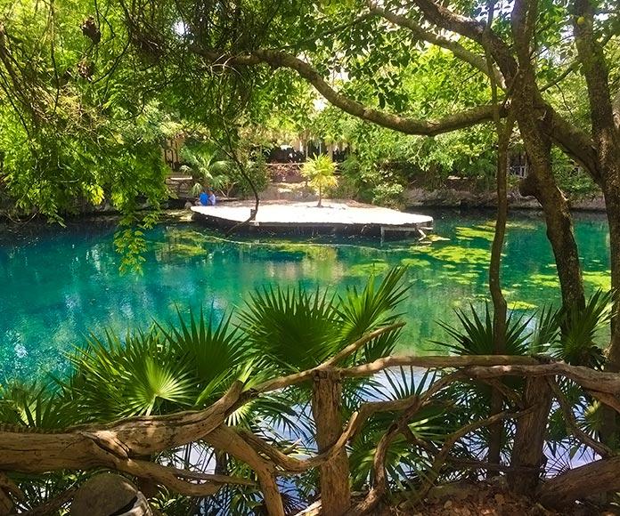 Laguna en Quintana de Roo, México