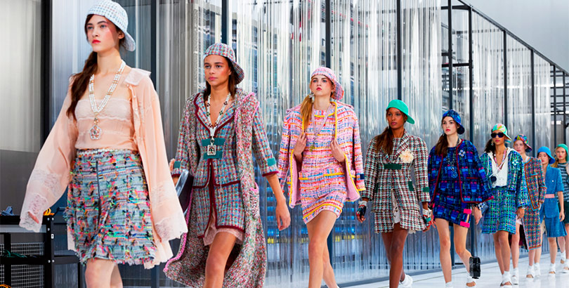 9a262ae6d0b La diseñadora de modas Coco Chanel fundó esta casa en 1910 en París. Hoy es  una de las marcas de ropa elegante más ...