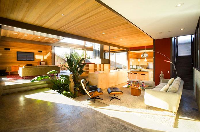 """Interior de la casa """"Livinghomes RKI"""". Santa Monica, Estados Unidos"""