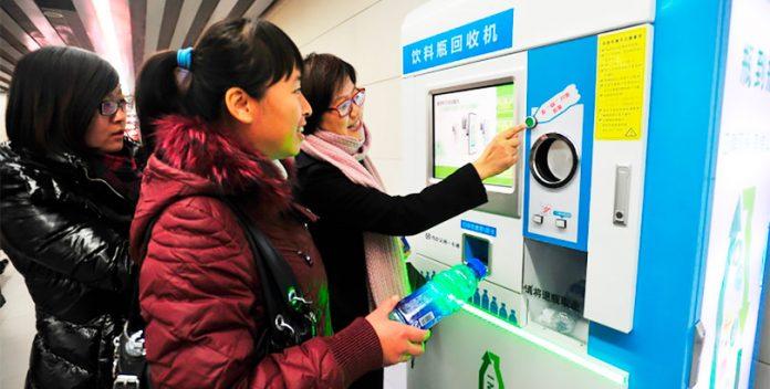 Las máquinas que pagan por reciclar podrían llegar a España.
