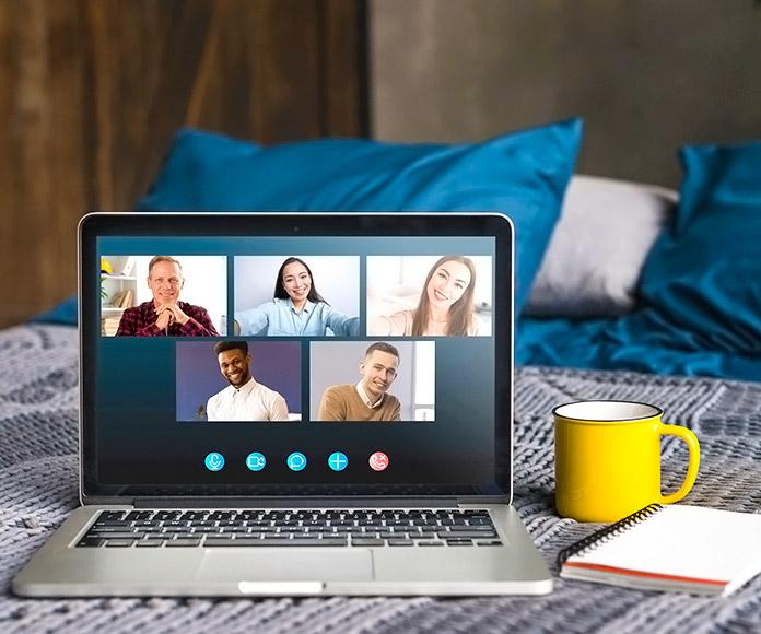Personas reunidas por streaming