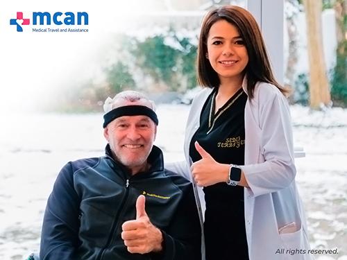 Doctora y paciente de injerto capilar en Mcan