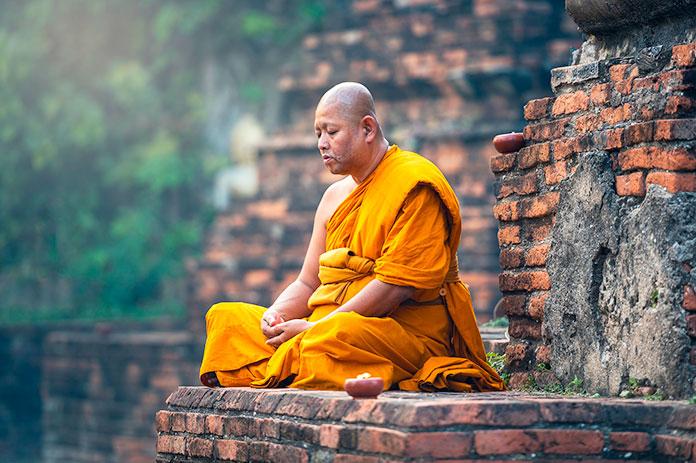 Hombre budista meditando (Pixabay)