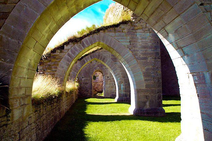 Los monjes de la Edad Media. Entre la física y la metafísica