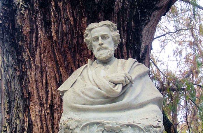 Monumento de Gustavo Adolfo Becquer en en parque de María Luisa, Sevilla