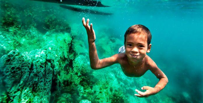 Los niños Moken que pueden ver debajo del agua como delfines.