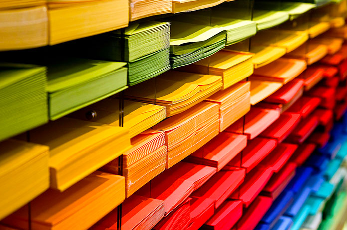 Hojas de papel de diversos colores