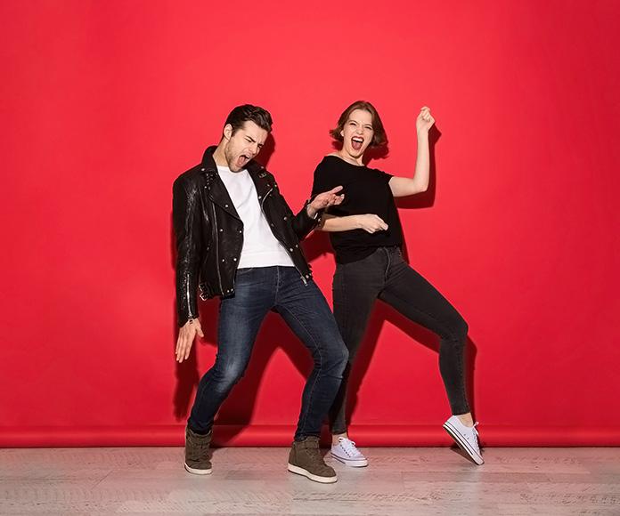pareja bailando rock
