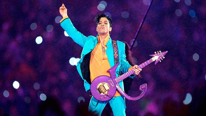 Prince en su actuación de la Super Bowl XLI