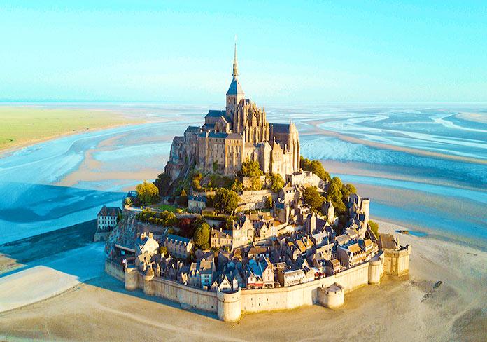 Microsoft devuelve a la vida el Mont Saint Michel de 1709 con realidad mixta