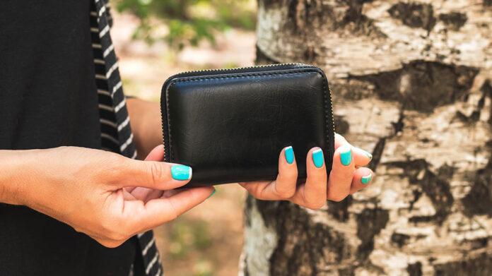 Esto es lo que deberías llevar en tu cartera para recuperarla si la pierdes