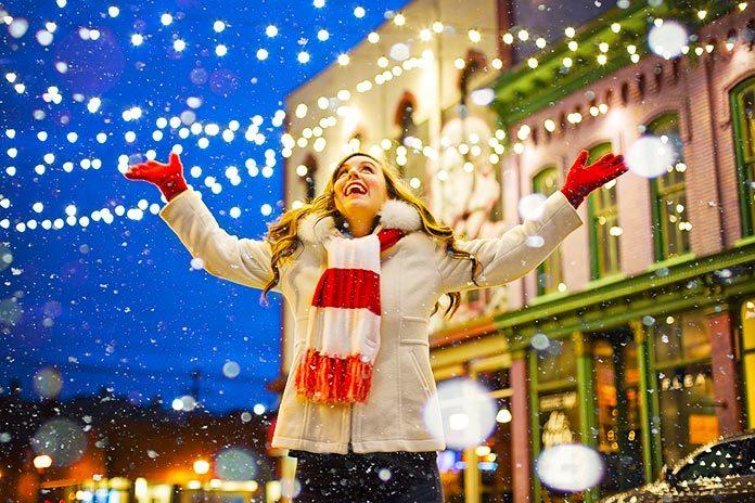 ¿Dios? No. ¿Jesús? Menos. ¿Navidad? ¡Saquen las luces que la casa no se adorna sola!