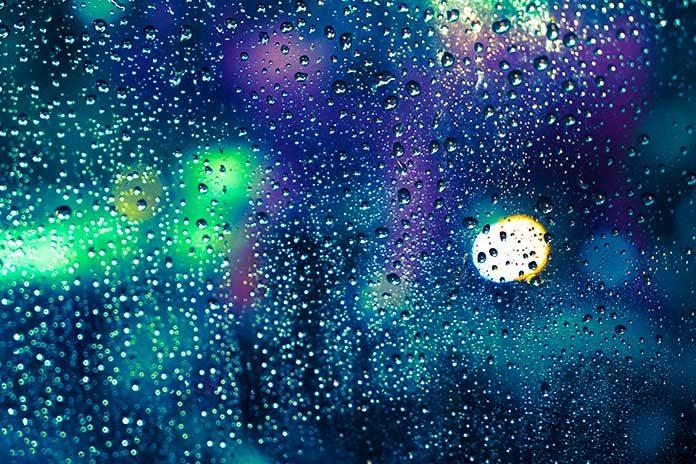 Lluvia a través de la ventana