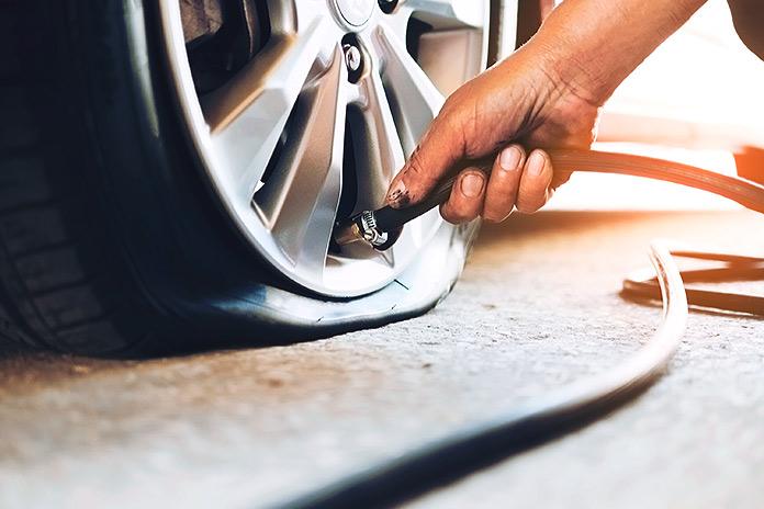 Por qué ocurren los pinchazos y reventones de neumáticos