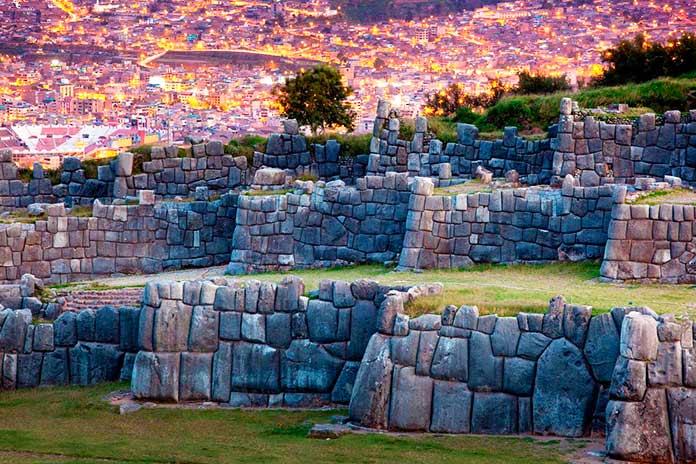 Antigua fortaleza de Sacsayhuamán