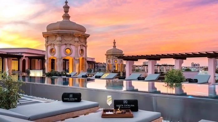 Piscina del hotel Santa Catalina en Madrid