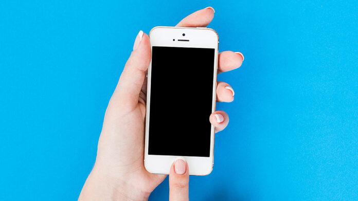 manos sujetando un smartphone