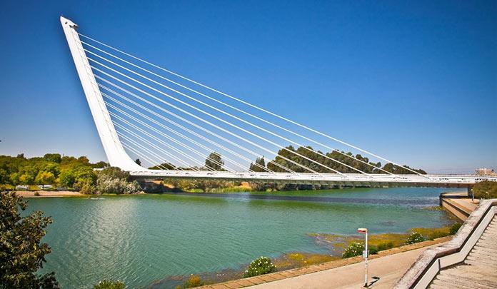 Tipos de puentes: puentes atirantados - Puente del Alamillo
