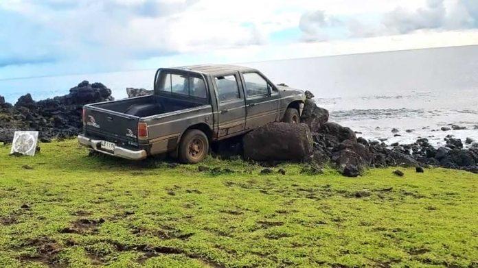 Un turista destruye un Moái sagrado de la Isla de Pascua