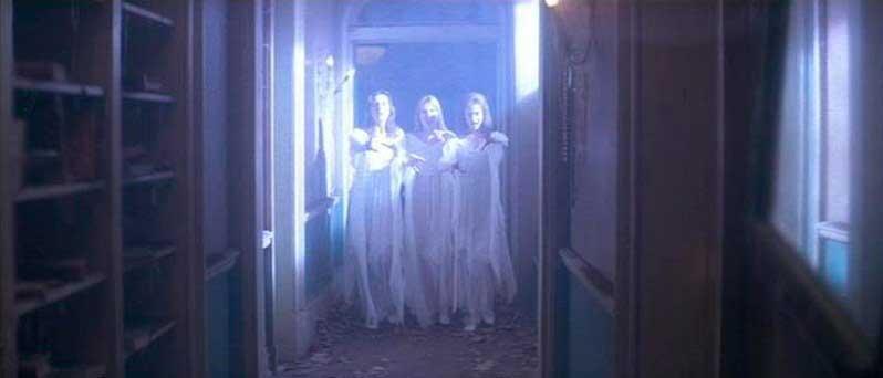 Las 3 vampiresas de la película Una Pandilla Alucinante