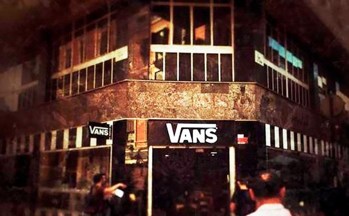 Tienda Vans en el antiguo local de la Editorial Plaza & Janés
