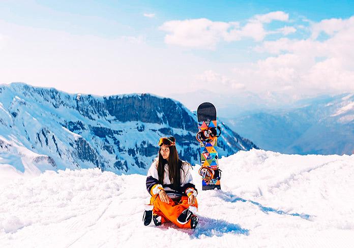 Yoga y esquí: la nueva tendencia para experimentar plenamente los deportes en la nieve
